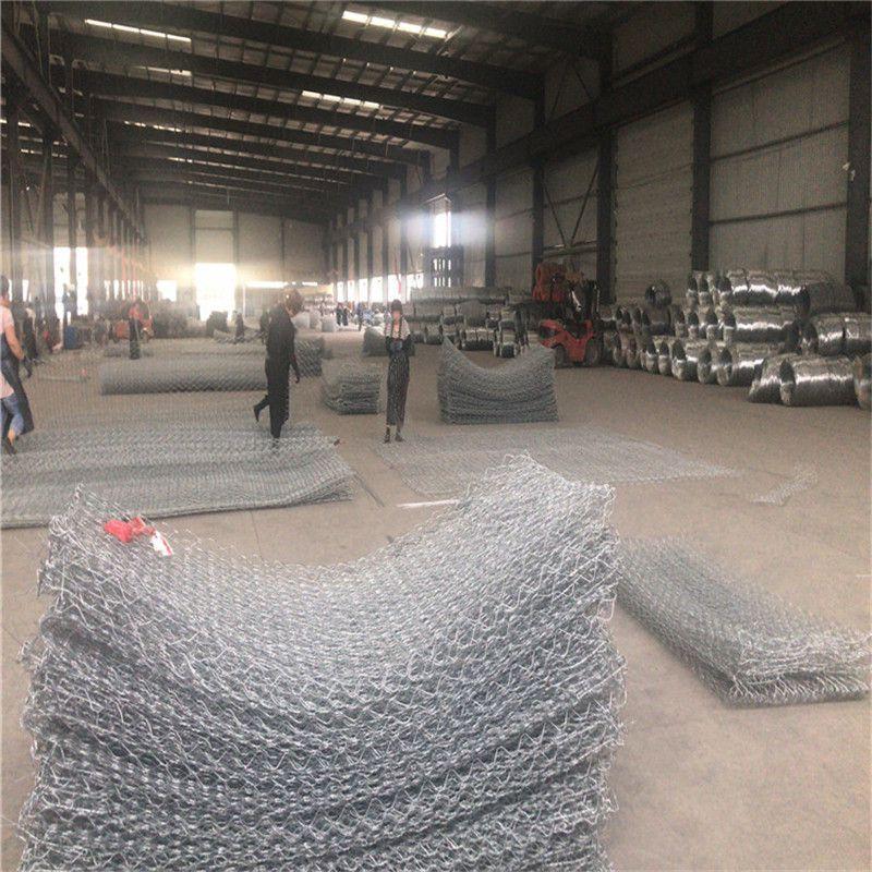 加筋格宾石笼正在生产中 镀锌覆塑加筋石笼网 加固网箱