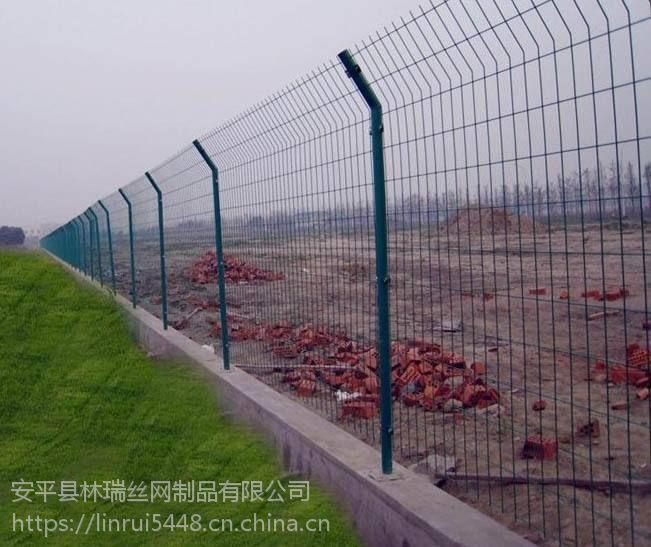 内蒙古大量批发双边丝公路护栏网 低碳钢丝浸塑隔离网