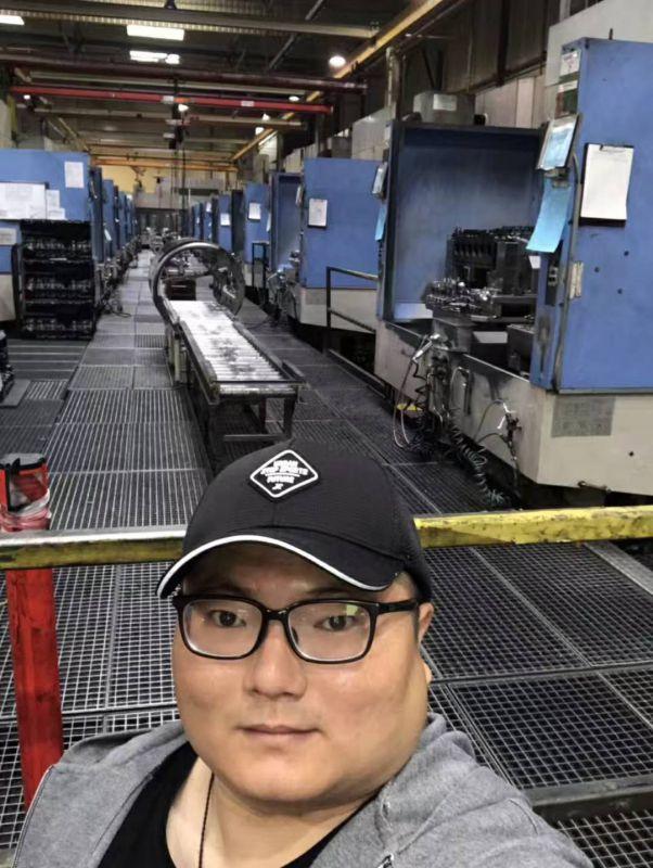 我司工程师带客户去德国工厂现场试机测精度丰田800卧加