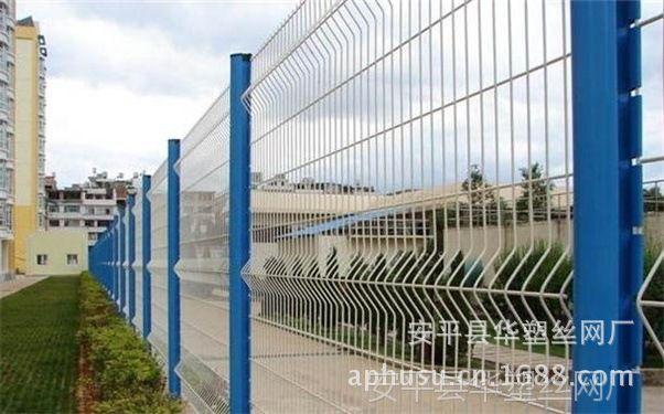 【行业推荐】桃型柱护栏网、桃型柱隔离栅、桃型柱围栏、围墙网