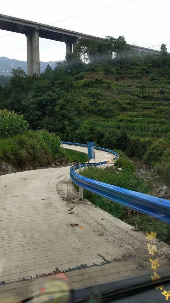 高速公路波型防撞护栏 公路护栏价格