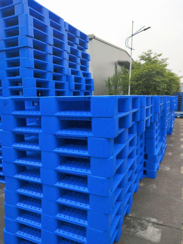 重庆塑料托盘厂家直销带钢筋的川字底塑料托盘