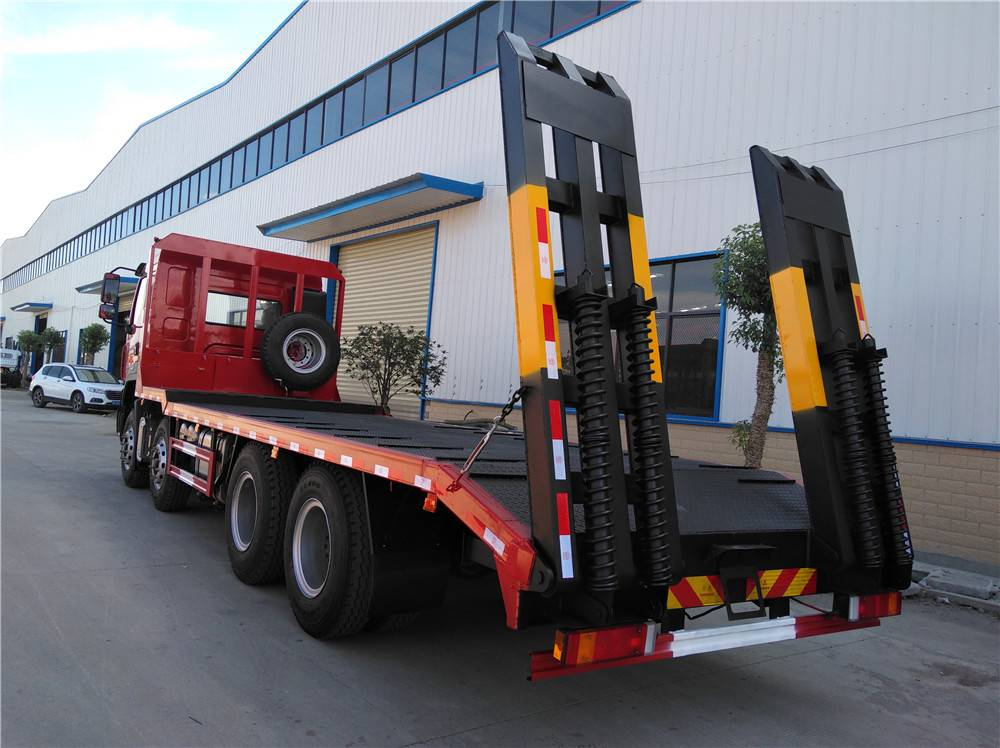国六柳汽乘龙前四后八挖机平板车可以拉多少吨现车销售