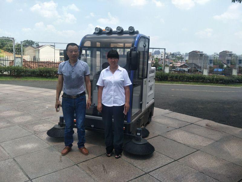 圣倍诺货场扫地车清扫展示