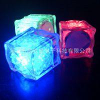 供应方形发光冰块 酒吧婚庆用品 LED电子冰块 七彩闪光冰块