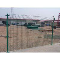 双边丝护栏网寿命长久安装方便价格低廉是厂区、道路等的防护设施的利用场所
