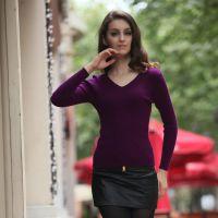现货供应秋冬新款高档女装女式羊绒衫批发显瘦紧身V领毛衣打底衫