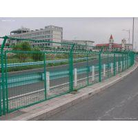 推荐安平兴博Q235钢丝浸塑隔离网,带边框隔离网