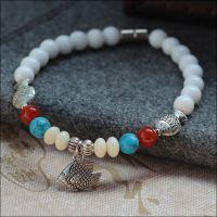 原创设计新品 天然白砗磲手链6mm 磁扣佩戴方便 配红玛瑙绿松石