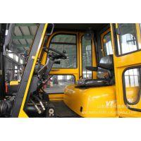 7吨带驾驶室叉车,可定制不同的颜色,厂家优惠进行中