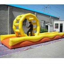 供应水上乐园玩具大型水上跑步机 充气风火轮滚球