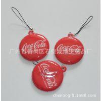 厂家生产可口可乐手机屏幕擦挂饰    电压PVC电话擦吊饰