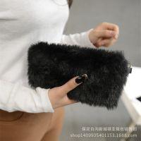 冬季爆款女包厂家直销手拿包小毛毛女士手挽包可爱迷你手机零钱包