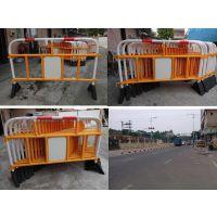 供应工厂直销出口海外塑胶护栏、交通铁马、施工移动围挡、道路隔离栏、道路交通设施