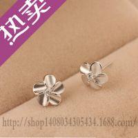 新款韩款梅花耳钉 纯银925 时尚耳钉 厂家直销现货批发