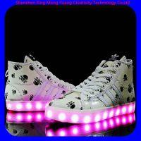 生产韩版低帮真皮LED发光鞋情侣男女闪光鞋蓝牙控制USB充电
