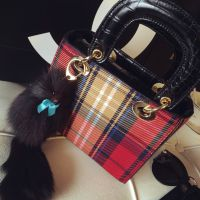 欧美大牌新款戴妃包格子小方包配兔毛挂件手拎包单肩斜挎包包代发