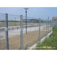 专业生产  热镀锌小区护栏网——三角折弯护栏网