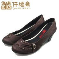 仟禧斋老北京布鞋批发 舒适老北京坡跟低跟鞋 时装工艺中老年女鞋