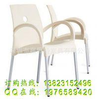 经典款PP塑料椅 扶手休闲椅子  塑胶椅 餐厅餐椅  餐椅批发 深圳
