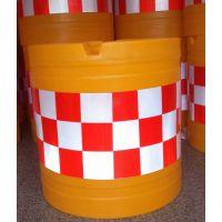交通防撞桶水马批发厂家 滚塑防撞桶采用进口环保线性聚乙烯PE为原料,坚固、经久耐用,可多次循环再利用