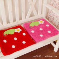 批发草莓坐垫 办公椅垫 餐椅垫 椅子垫 汽车坐垫 草莓毛绒沙发垫