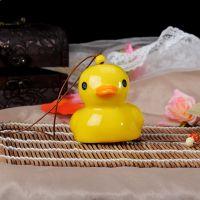 陶瓷风铃 陶瓷挂件 小商品批发 地摊货源可爱大黄鸭陶瓷风铃挂件