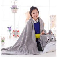 批发龙猫暖手抱枕三合一手暖手捂抱枕毯枕头两用二合一空调毯