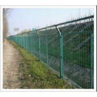 供应重庆热镀锌折弯铁丝护栏网规格 公路防护网多少钱一米?