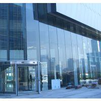广州哪里有钢化玻璃是普通玻璃经过均匀加热到接近软化点时后进行急冷处理