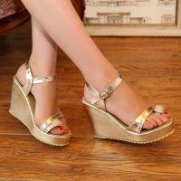 供应2014新款凉鞋 夏季坡跟水钻夹趾时尚女鞋 韩版星星的你同款凉鞋