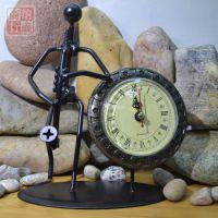 铁制人形萨克斯立表立表摆件工艺品室内装饰复古模型个性摆件礼品