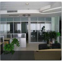 玻璃隔断让办公室装修更加的简单