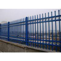新农村建设需要围墙护栏哪种好?鑫胜推荐锌钢三横梁护栏色彩好易安装