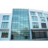 威海玻璃幕墙设计 威海玻璃房价格 威海停车场玻璃顶棚安装
