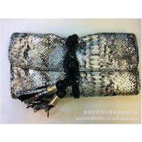深圳皮具手袋厂定制新款热卖高档蛇纹手拿包 串珠流苏包两用女包
