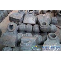 水泥厂破碎坚硬的石灰石要选择的耐磨锤头使用哪种材质?