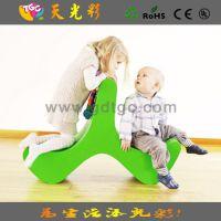 【精美新品】户外儿童家具多功能靠椅 儿童环保塑料餐椅