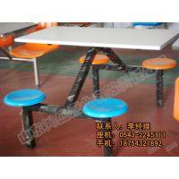 山东餐桌椅生产厂家 4人连体桌椅出售
