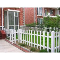 PVC护栏、草坪PVC栏杆与传统护栏的区别
