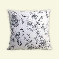 抱枕靠垫方形 适合车用家用 黑白印花图案