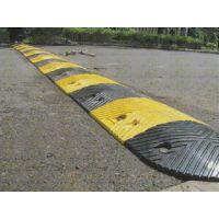 供应各种优质橡胶减速带鸿宇筛网 减速板汽车公路道路减速带
