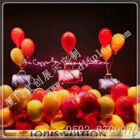 供应LV秋冬橱窗插杆气球陈列道具 LV橱窗吊挂气球道具制作 LV美陈装饰道具定制