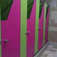 专业生产深圳龙岗防水卫生间隔断易清洁洗学校手间隔断免费测量送货上门安装
