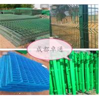 公路上用的侵塑隔离围栏网,1.8米高三角折弯护栏网哪里有卖?找成都卓通