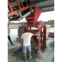 中国宏发 QT4-35B2型砌块成型机。是生产混凝土砌块的专用设备。