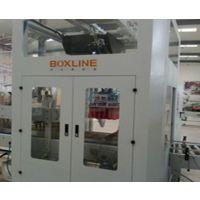 全自动玻瓶装箱机采用PLC控制,能自动纸盒的堆叠及排列,并将按要求整理好的一整箱纸盒推入侧开的纸箱