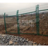 嘉罗钢丝护栏生产,钢丝围栏网