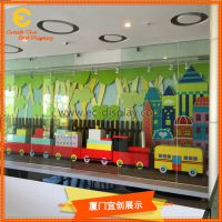 森林系列橱窗陈列道具订制 儿童树林橱窗陈列道具