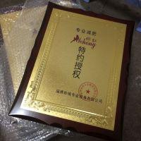 深圳木质授权牌生产厂家优秀个人授权牌二维码台牌制作